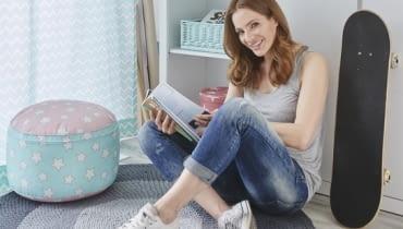 Anna Dereszowska w pokoju swojej córki.