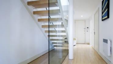szklana balustrada, balustrada ze szkła, schody