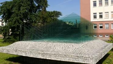 Jedenastościenna bryła geometryczna K-dron, wynalazek Polaka, Janusza Kapusty doczekał się pomnika, który odsłonięto 30 maja 2009 w Kole (woj. wielkopolskie)