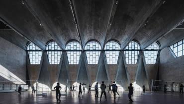 Hala gimnastyczna na kampusie Uniwersytetu Tianjin w Chinach, projekt: Atelier Li Xinggang Finalista w kategorii: Życie architektury/ budynki w użyciu
