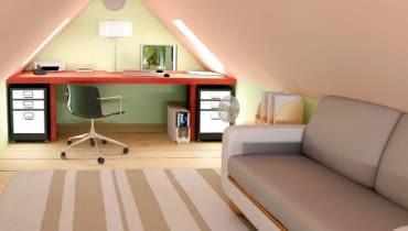 Pod biurkiem warto ustawić szafki. Miejsce wzdłuż skosów można zagospodarować dowolnie, w zależności od potrzeb - nasz projektant umieścił tutaj kanapę i dodatkowe szafki.