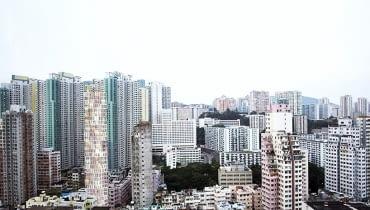 Projekt budownictwa mieszkalnego dla Hong Kongu. Horyzontalny plan mieszkania przełożono na trójpoziomowy moduł.