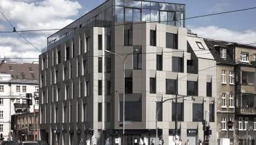 Budynek przy ulicy Półwiejskiej w Poznaniu - tak prezentuje się po wybudowaniu