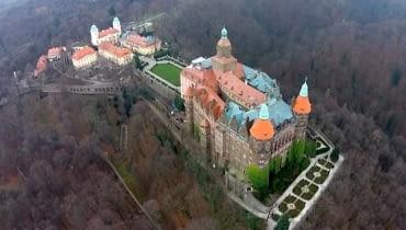 Zamek Książ po pożarze widziany z drona