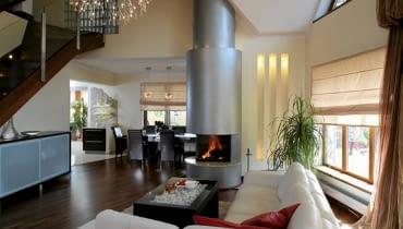 wnętrza domu,salon,kominek