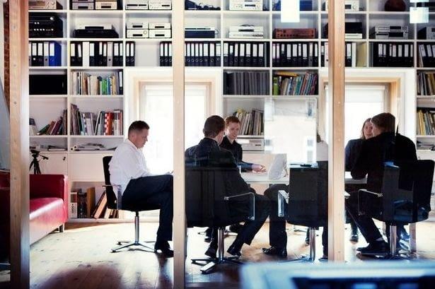 Już w czwartek, 25 października o 19:15 na Wydziale Architektury Politechniki Warszawskiej, odbędzie się wykład architektów z pracowni HS99. Zanim jednak to nastąpi, odwiedźmy ich siedzibę w Koszalinie