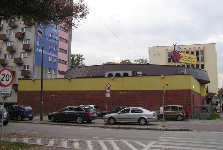"""Biedronka w budynku dawnej kawiarni """"Biruta"""" w Kielcach"""