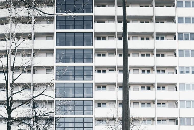 Falowiec Przy Piastowskiej 90 - widok na klatkę schodową