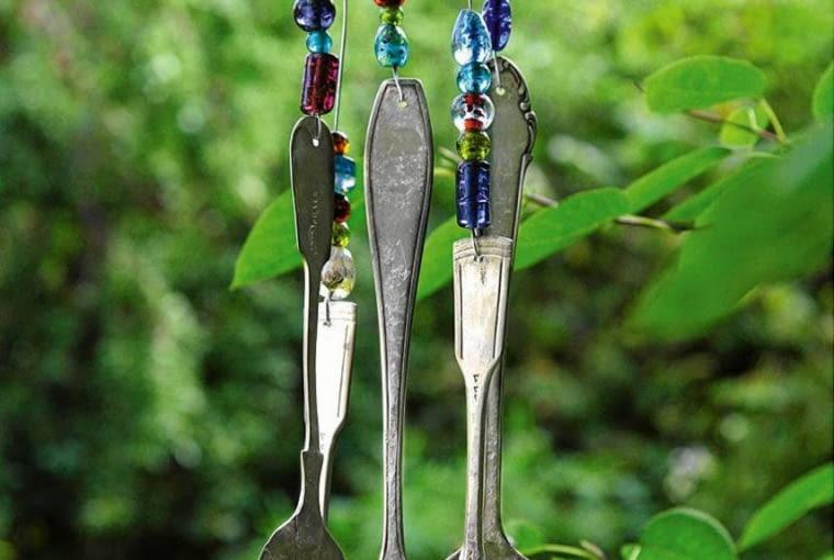 Ogrodowe dzwonki ze starych sztućców