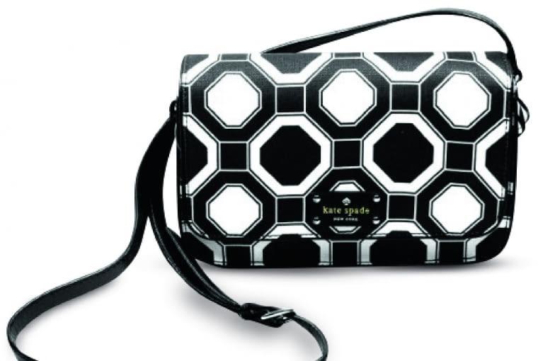 Torebka w geometryczny wzór z kolekcji mody autorstwa Kate Spade.