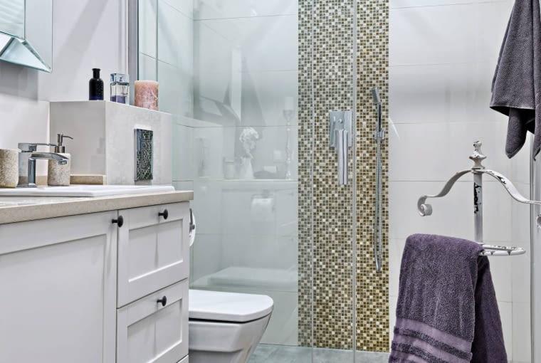 łazienka, kabina prysznicowa, płytki łazienkowe
