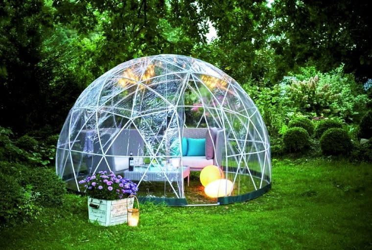 Składany namiot (stelaż z aluminium, pokrycie z poliestru) w letnie wieczory stworzy cudowną atmosferę, zimą zamieni się w ogród zimowy, pow. 10 m2, Tchibo.