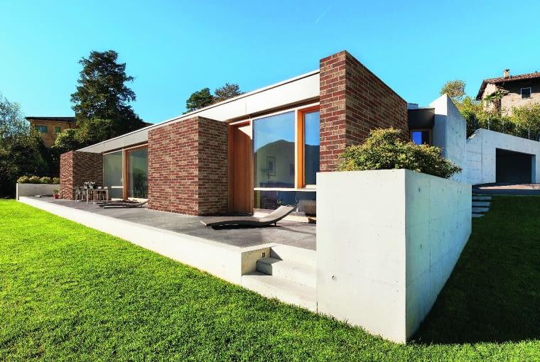 Postarzany klinkier doskonale wygląda na elewacjach domów w nowoczesnym stylu