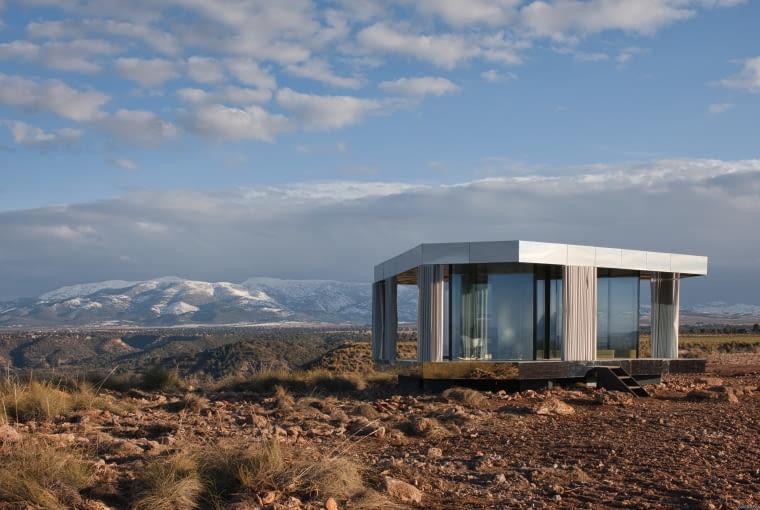 La Casa Del Desierto (pol. Dom na Pustyni) w Gorafe (Hiszpania). Proj. OFIS Architects, Guardian Glass, Akt II oraz Transsolar.
