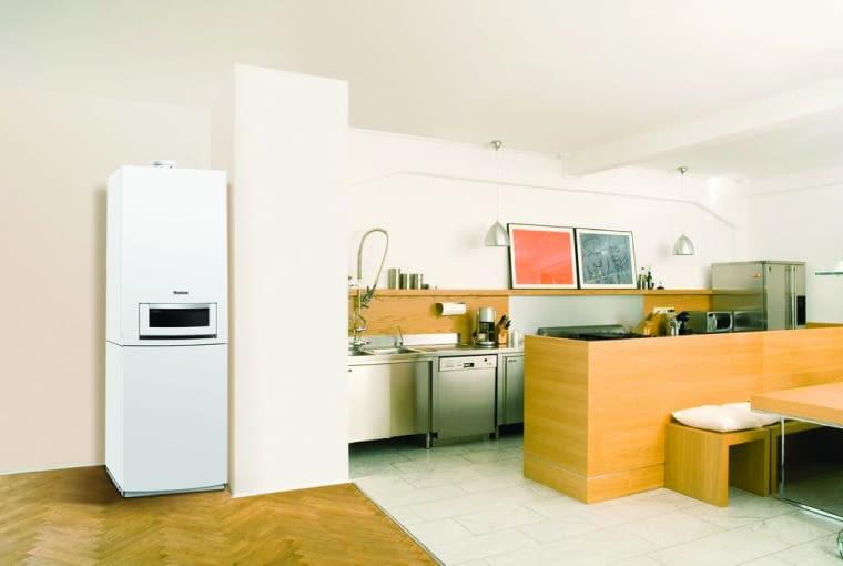 Nieduży kondensacyjny kocioł dwufunkcyjny można powiesić w ciągu szafek kuchennych