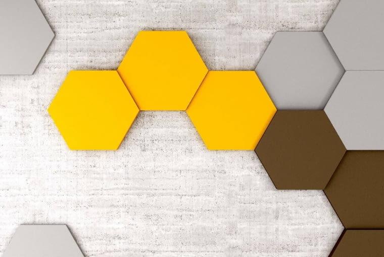 Hexa/FLUFFO. O klasycznym kształcie; trójwymiarowość kompozycji osiągana jest dzięki czterem grubościom paneli. Cena: 41,25 zł (szt.); 397,02 zł (m2), www.fluffo.pl