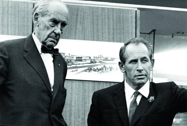 Walter Gropius modernistyczny architekt i założyciel niemieckiej szkoły Bauhausu oraz Philip Rosenthal Jr.