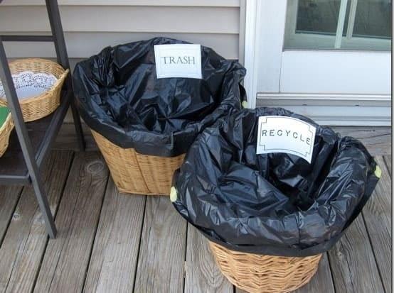 Kosze na śmieci z wiklinowych koszyków