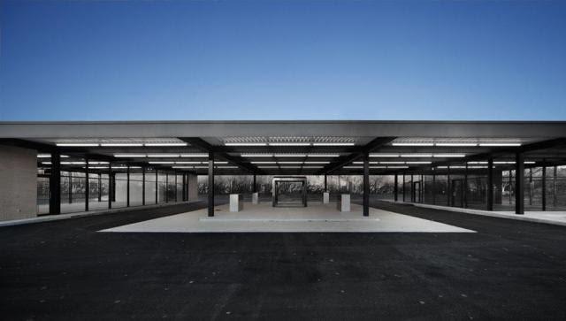 Stacja benzynowa na Nun's Island w Montrealu zaprojektowana przez Miesa van der Rohe została zrewitalizowana w 2011 roku wg. projektu kanadyjskiej pracowni FABG.