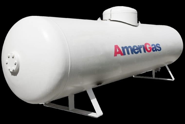 Zbiornik na gaz płynny można kupić lub wydzierżawić. Większość użytkowników decyduje się na to drugie rozwiązanie. W ramach tej opłaty firma zobowiązuje się do okresowych przeglądów i świadczy serwis gwarancyjny