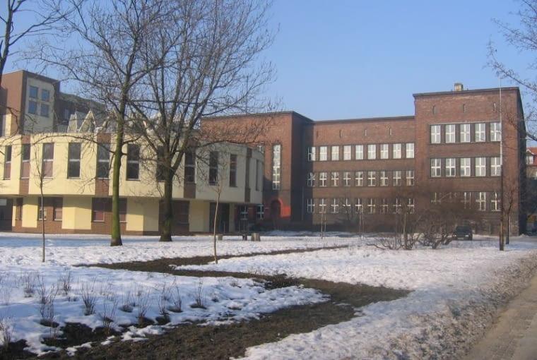 MAKABRYŁA: Gmach Miejskiej Biblioteki Publicznej w Bytomiu poddany termomodernizacji.