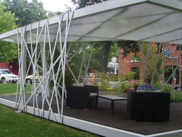 Miejsce, gdzie można odpocząć - ciekawie rozwiązany pawilon ogrodowy.