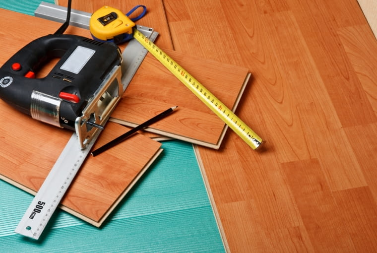 Remont podłogi i posadzki. Jak dobrać odpowiedni sposób?