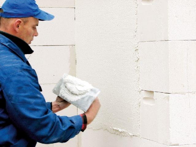 Ściany jednowarstwowe nie potrzebują ocieplenia - po wymurowaniu trzeba je tylko otynkować