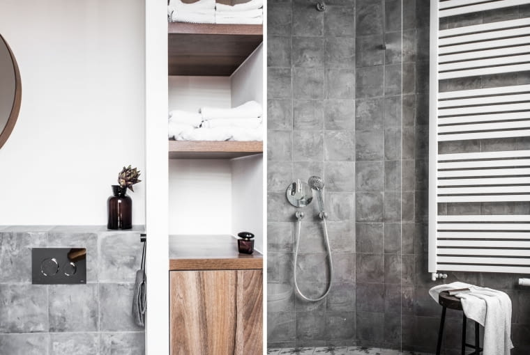 W pierwszej łazience efekt tworzą oryginalne kafle o cementowym wykończeniu. Niewielka format płytek sprawia, że mimo surowej faktury zachowuje ona przytulny charakter.