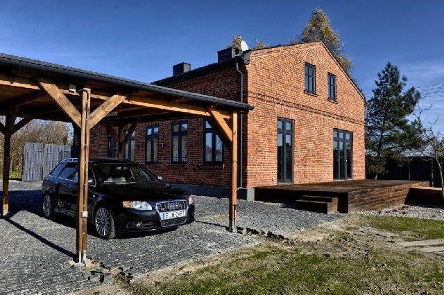 dom z cegły,dom jednorodzinny,wiata samochodowa