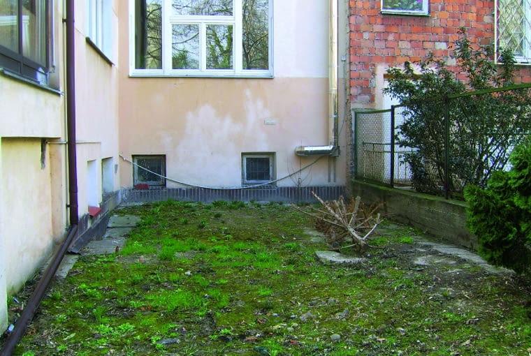 Ogródek przed kamienicą