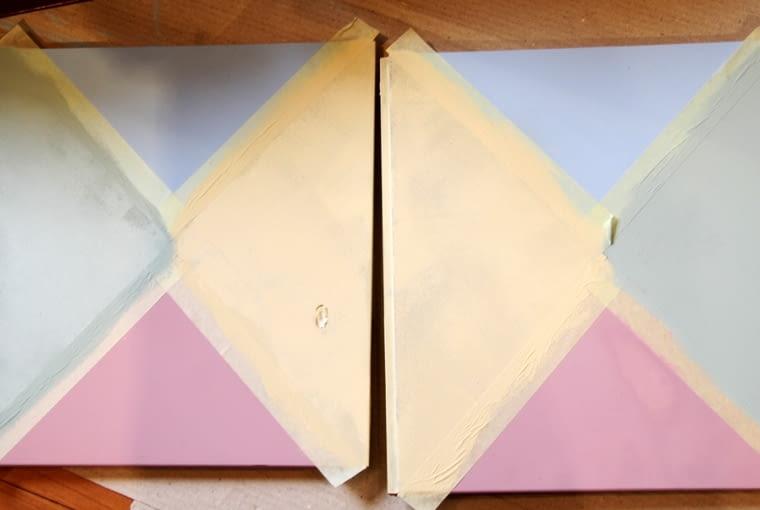 Drzwi szafki ozdobione geometrycznym wzorem