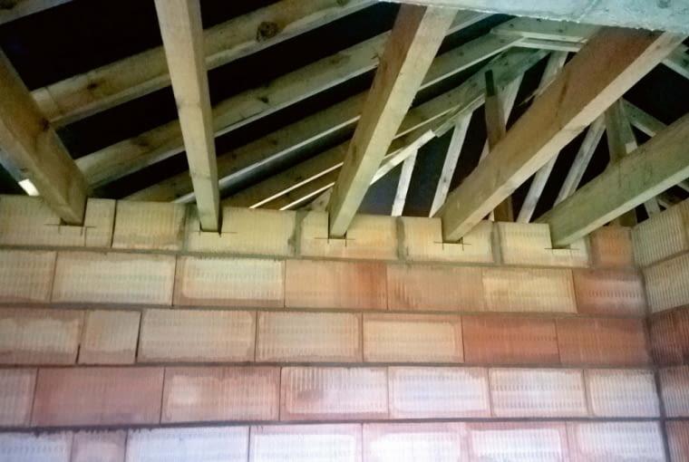 Elementy więźby dachowej powinny być oddylatowane od ścian działowych
