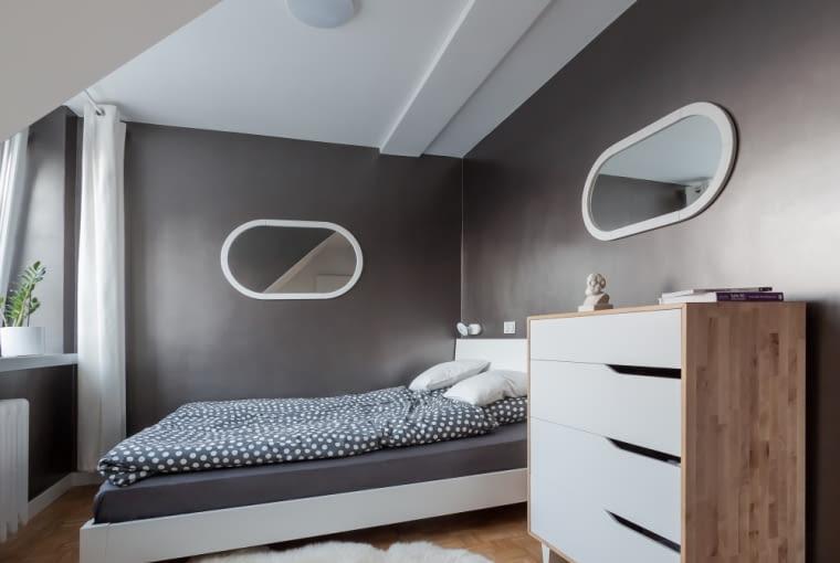 W sypialni przeważają bardziej delikatne i obłe formy