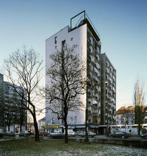 Instytut Awangardy na jednym z warszawskich bloków