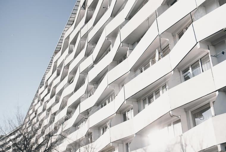 Falowiec Przy Piastowskiej 90 - widok na balkony