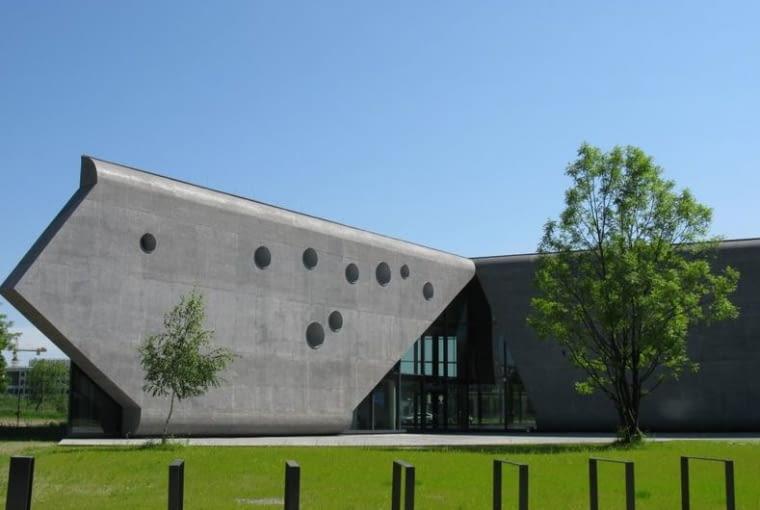 Muzeum Lotnictwa Polskiego w Krakowie przypomina olbrzymie śmigło, proj. Pysall-Ruge Architekten