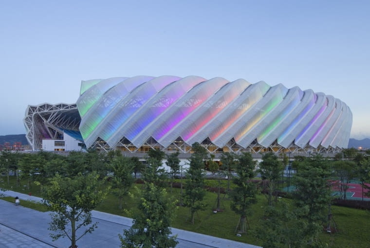 Haixia Olympic Center Stadium, Fuzhou - Chiny (VIII nagroda w głosowaniu internautów, IV nagroda w głosowaniu jury) - Stadion w Fuzhou wraz ze wszystkimi towarzyszącymi budynkami wczhodzącymi w skład kompleksu powstał specjalnie na Chińskie Igrzyska Młodzieżowe. Jego elewacje to białe, lekkie i ażurowe ściany przypominające papierową składaną formę.