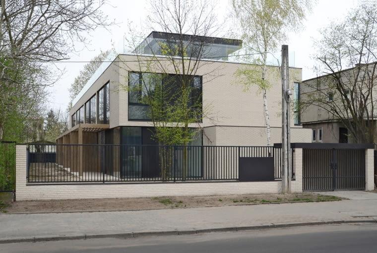 Dom przy Czereśniowej w Warszawie, proj. Paweł Lis Architekci