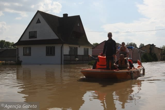 23.05.2010 WILKOW POWODZ . ZALANA GMINA . DOMY W WODZIE .