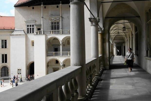 Zamek na Wawelu współcześnie. Po usunięciu austriackich obmurowań trzeba było usunąć około 80 procent oryginalnych krużganków (Fot. Michal Lepecki / Agencja Gazeta)