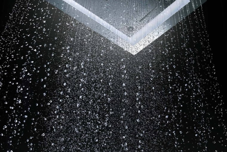 WBUDOWANE W DESZCZOWNICĘ oświetlenie ledowe zapewni przyjemną i bezpieczną kąpiel. AquaSymphony, system prysznicowy z oświetleniem na zamówienie, Grohe