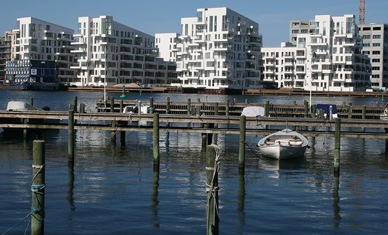 Kopenhaskie kanały i doki są wymarzonym poligonem dla nowoczesnej architektury oraz bardzo atrakcyjnym tłem dla miejskiego życia. fot. citypolska.com