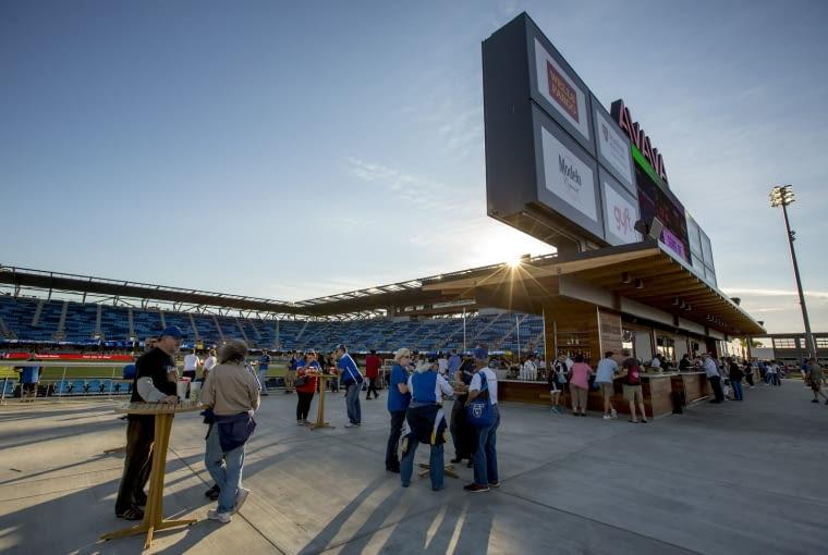 Avaya Stadium, San José - USA (V nagroda w głosowaniu jury) - Podczas budowy okazało się że koszty były znacznie niedoszacowane. Mimo prawie dwukrotnie większych wydatków od założonych na etapie projektowym zrealizowano tylko część planów i do dziś stadion nie posiada zewnętrznej elewacji, na która nie wystarczyło środków.