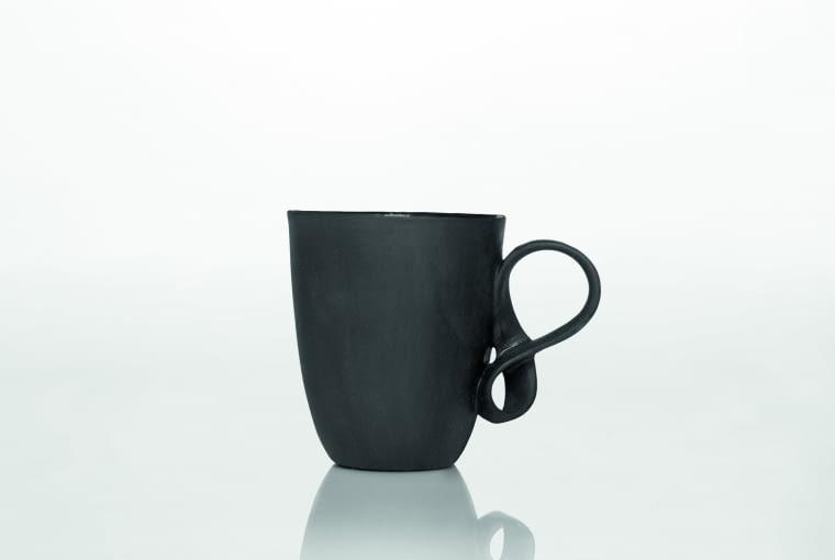 Mobius Filiżanka z czarnej porcelany.