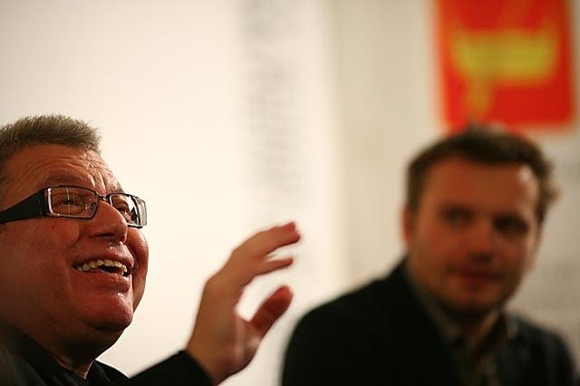 """22.10.2009 LODZ , DANIEL LIBESKIND , SWIATOWEJ SLAWY ARCHITEKT , AUTOR PROJEKTU MUZEUM HOLOKAUSTU W BERLINIE W LODZ ART CENTER , ARTYSTA JEST GOSCIEM FESTIWALU DESIGNU """" LODZ DESIGN """" . FOT . MARCIN STEPIEN / AGENCJA GAZETA"""