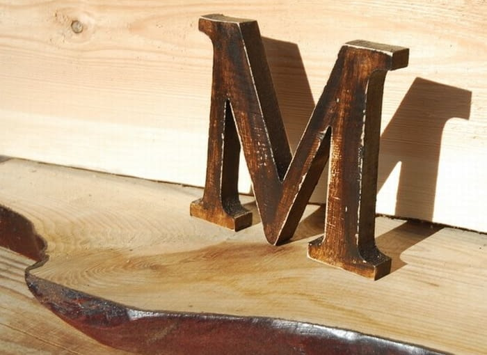 drewniane litery, ozdoby ścienne