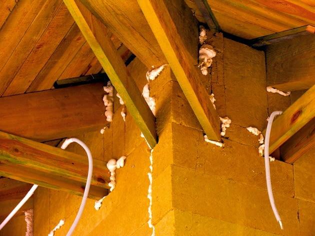 ocieplenie domu, budowa domu, ocieplenie wełną mineralną, wełna mineralna