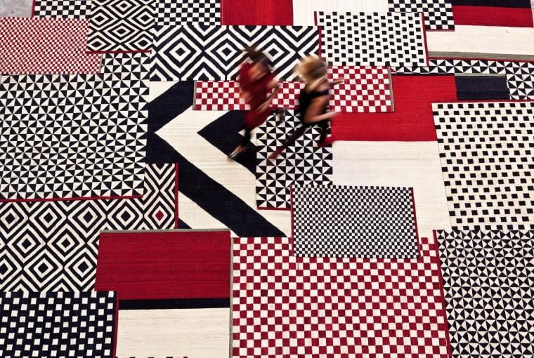 Melange kolekcja dwudziestu dywanów o prostych, geometrycznych wzorach, wykonanych ręcznie przez najlepszych rzemieślników z Pakistanu. Nannimarquina.