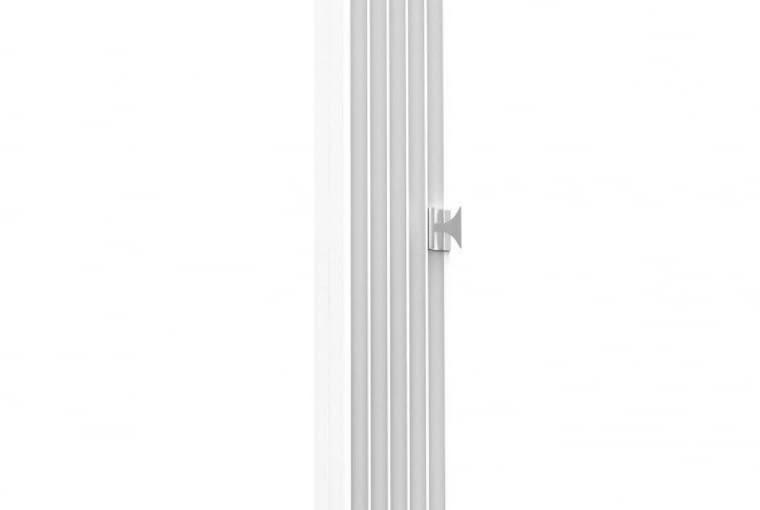Pilaster/KALMAR   Kamienny;   klasycystyczna kolumna, którą można zastosować zarówno pojedynczo, jak i seryjnie   powielona w kilku miejscach może stanowić stylowe obramowanie okien, drzwi czy innych elementów wnętrza;   opcja zamontowania jednego lub kilku stylowych wieszaków. Cena: od 3640 zł, www.kalmar.waw.pl